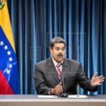 Maduro posterga reconversión monetaria y dice que reducirá 5 ceros al bolívar