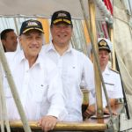 Piñera recorre el Canal de Panamá a bordo del Esmeralda y destaca ampliación