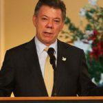 """Santos responde a Uribe que es """"estrambótico"""" decir que MI6 opera en su caso"""