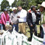 Entregan fertilizante en Canoas, Mezquital