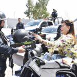 Entrega Leticia Herrera equipamiento  e incentivos a los policías municipales