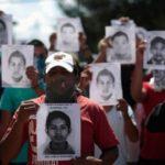 Peña Nieto insiste en versión oficial de Ayotzinapa, desmontada por expertos