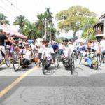 Atletas usan el deporte para superar la discapacidad en carrera colombiana