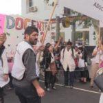Docentes y universitarios argentinos saldrán a protestar contra los recortes