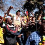 EE.UU. felicita a Zimbabue por sus elecciones, pero no reconoce a un ganador