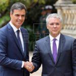 Sánchez traslada a Duque su oferta de apoyo en negociación con el ELN