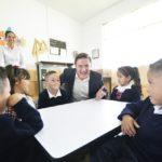 Se benefician más de 17 mil estudiantes con becas