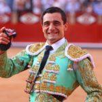 Paco Ureña salda con cuatro orejas su improvisada encerrona en El Casar