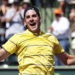 El estadounidense Isner supera en 5 sets y sacrificio al canadiense Raonic