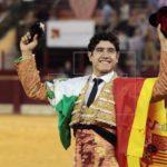 Luis David Adame corta dos orejas y sale en volandas en Zacatecas (México)
