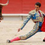 """Thomas Joubert sufre una gravísima cornada que """"arranca la femoral"""" en Bayona"""