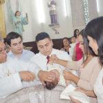 El pequeñito Rafael Contreras Moreno inició su vida cristiana al recibir el bautismo