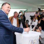 Candidatos nacionalistas serbio y musulmán lideran voto a terna presidencial