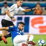 Cruzeiro le gana al Corinthians y pone una mano en la Copa do Brasil