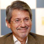 El escritor ecuatoriano Raúl Vallejo gana el Premio RAE 2018