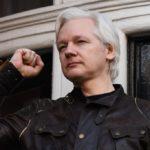 Assange desafía a sus anfitriones ecuatorianos con recurso ante la Justicia