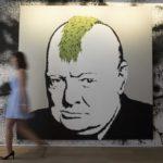Las obras de Banksy se subastan en París sin hacer ruido