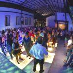 Noche Retro atrae a cientos de gomezpalatinos que  por horas bailaron en la pista de luces multicolores