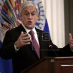 Piñera resulta ileso tras pedrada arrojada contra su automóvil en norte Chile