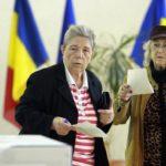 Rumanía vota dividida si modifica la Constitución para prohibir enlaces gays