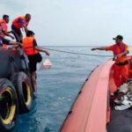 Sin rastro de vida de los 188 ocupantes del avión estrellado en Indonesia