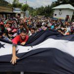 Trump amenaza con cortar ayuda a Honduras si no detiene caravana de migrantes