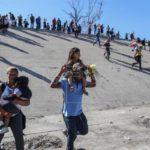 Detienen a 42 inmigrantes que entraron por la fuerza a EE.UU. desde Tijuana