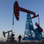 El petróleo Brent baja un 4,86 % por temores ante el descenso de la demanda