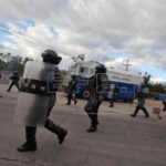 Se entrega un policía hondureño señalado en caso de sobornos y queda detenido