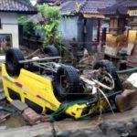 Aumentan a 62 muertos y 20 desaparecidos por el tsunami de Indonesia