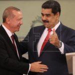 Erdogan ofrece su apoyo político y económico al cuestionado Maduro