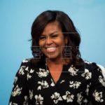 Michelle Obama critica teoría de liderazgo femenino de directiva de Facebook