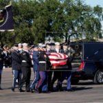 Los restos de George H.W. Bush parten hacia Washington para ser honrados