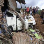 Al menos 2 muertos y 41 desaparecidos en corrimiento de tierra en Indonesia