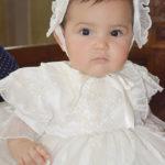 La pequeña Hannah Samantha fue bañada por las aguas benditas del Jordán