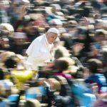 El papa inicia su séptimo año de pontificado marcado por crisis de los abusos