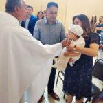 El pequeño Santiago Emmanuel recibió el Sacramento del Bautizo