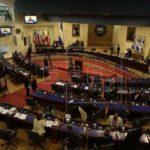 El Congreso salvadoreño frena polémica ley y escuchará a víctimas de guerra
