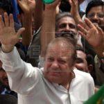 Sharif vuelve a la cárcel arropado por seguidores tras libertad bajo fianza