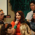 """La ex """"Patito feo"""" Thelma Fardín lanza en Buenos Aires """"El arte de no callar"""""""